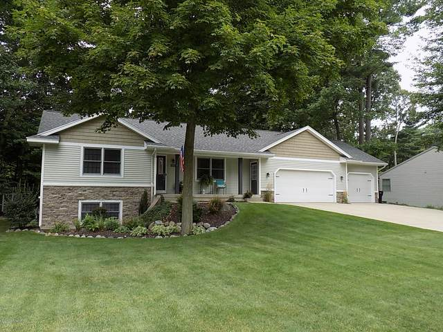 7243 Pine Oak Ln Lane, Hudsonville, MI 49426 (MLS #20032376) :: CENTURY 21 C. Howard