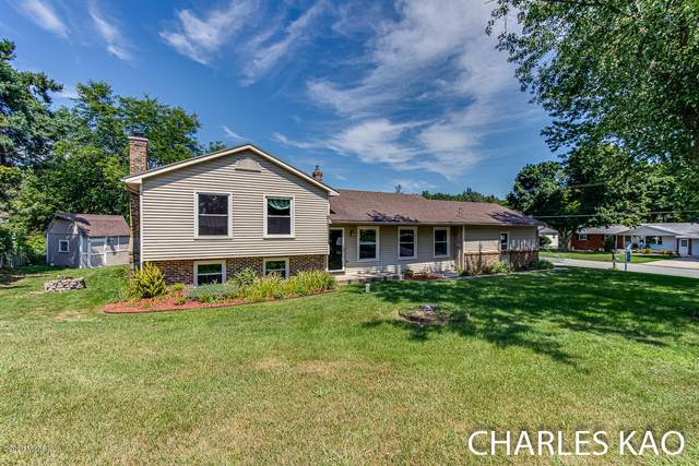 4617 Bluegrass Drive SE, Grand Rapids, MI 49546 (MLS #20033044) :: Ron Ekema Team