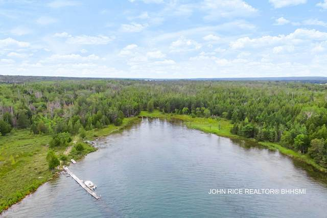 1943 S Duck Bay Trail Marquette Islan, Cedarville, MI 49719 (MLS #20033088) :: Ron Ekema Team