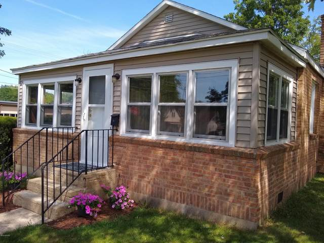 414 N Brown Street, Paw Paw, MI 49079 (MLS #20033615) :: JH Realty Partners