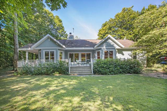 1211 Shore Crest Drive, South Haven, MI 49090 (MLS #20034815) :: JH Realty Partners