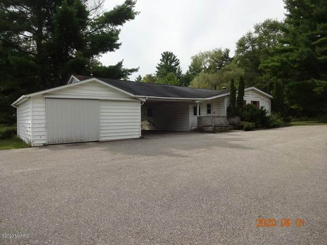 2826 S Oak Avenue, White Cloud, MI 49349 (MLS #20037721) :: Ginger Baxter Group