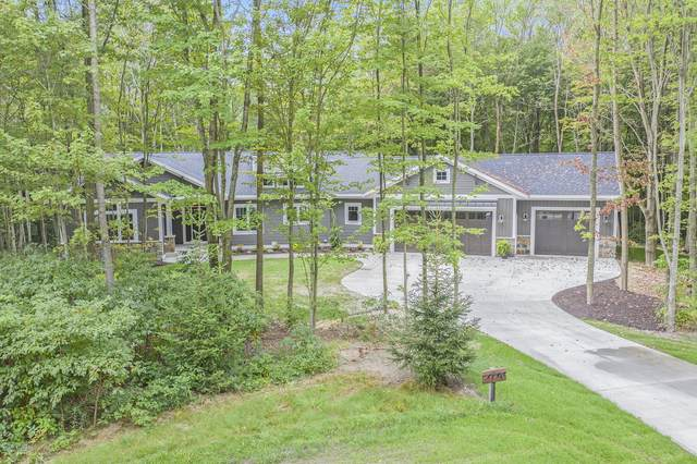 4140 Rymore Wood Road, Holland, MI 49423 (MLS #20037960) :: Ginger Baxter Group