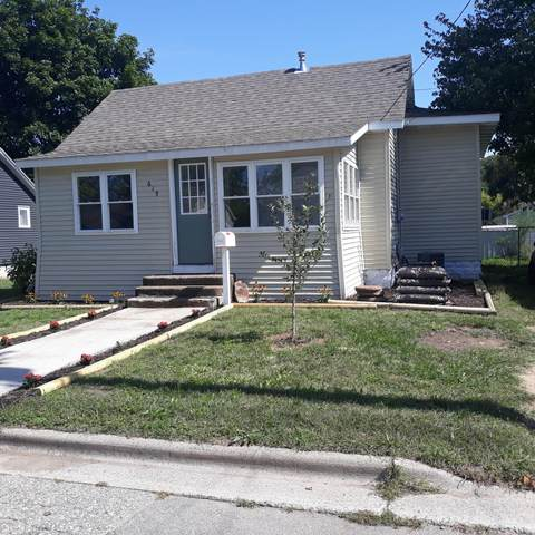 619 N Lafayette Street SE, Lowell, MI 49331 (MLS #20038123) :: Deb Stevenson Group - Greenridge Realty