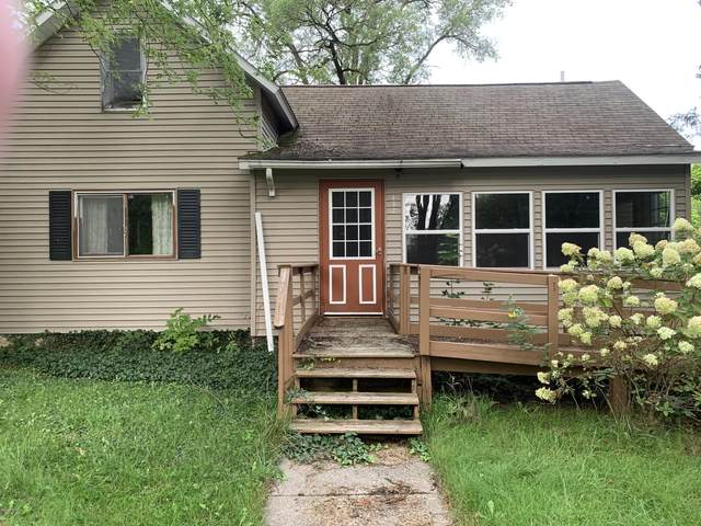 432 Pine Street, Howard City, MI 49329 (MLS #20038200) :: Deb Stevenson Group - Greenridge Realty