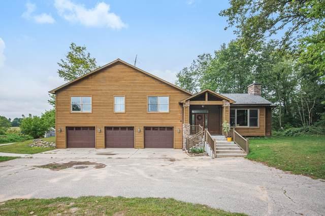 9500 Tiffany Pines Drive NE, Rockford, MI 49341 (MLS #20038283) :: Deb Stevenson Group - Greenridge Realty