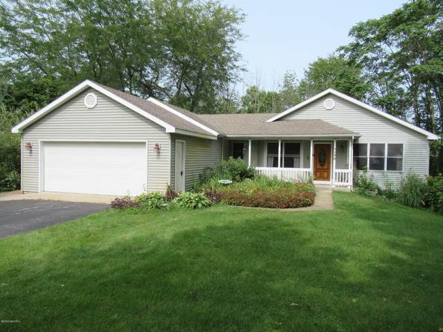 3396 River Ridge Drive, Allegan, MI 49010 (MLS #20038348) :: Ginger Baxter Group
