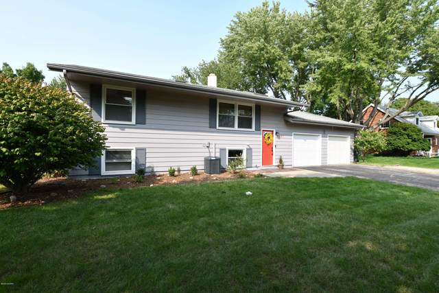 687 Lonesome Pine Trail, St. Joseph, MI 49085 (MLS #20038747) :: Ron Ekema Team