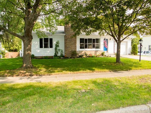 806 W Grove Street, Greenville, MI 48838 (MLS #20038804) :: Ron Ekema Team
