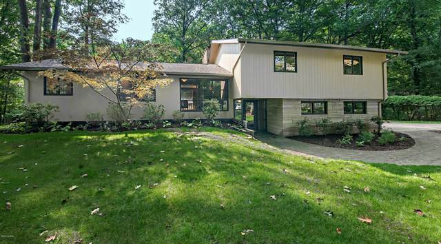 1355 Point O Woods Drive, Benton Harbor, MI 49022 (MLS #20039421) :: JH Realty Partners