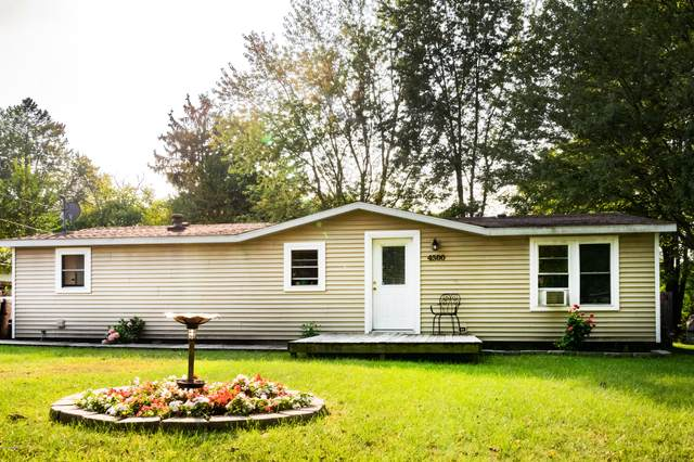 4500 Wil-O-Paw Drive, Coloma, MI 49038 (MLS #20039561) :: Ginger Baxter Group