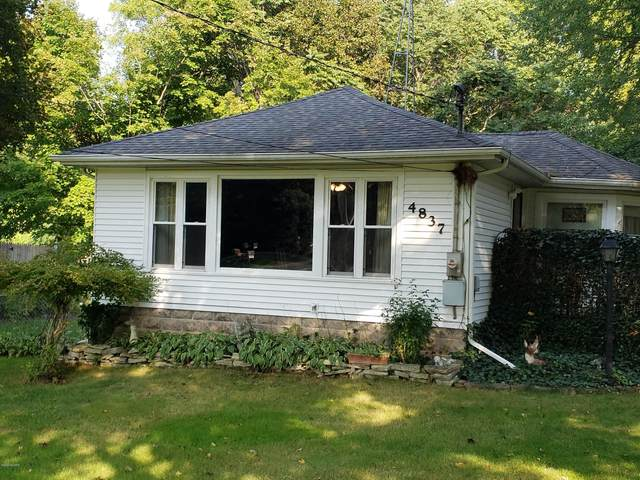 4837 N Coloma Road, Coloma, MI 49038 (MLS #20039613) :: Ginger Baxter Group