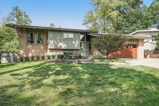 2755 Maplewood Drive SE, East Grand Rapids, MI 49506 (MLS #20039693) :: JH Realty Partners