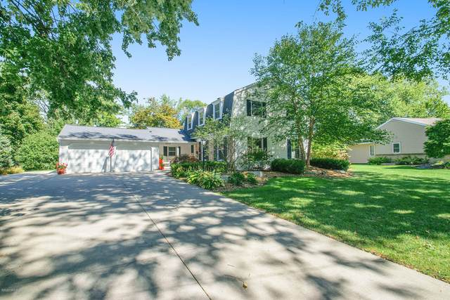 3019 Woodcliff Circle SE, East Grand Rapids, MI 49506 (MLS #20039755) :: Keller Williams RiverTown