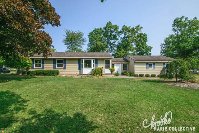 1804 Woodrun Drive SE, Lowell, MI 49331 (MLS #20039913) :: Deb Stevenson Group - Greenridge Realty