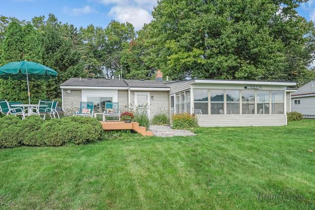 7198 Peninsula Drive NE, Rockford, MI 49341 (MLS #20040010) :: Ginger Baxter Group