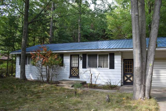 512 Birchwood Drive, Manistee, MI 49660 (MLS #20040302) :: Deb Stevenson Group - Greenridge Realty