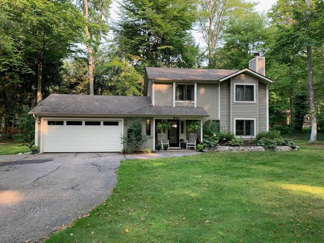 953 S Baywood Drive, Holland, MI 49424 (MLS #20040412) :: Deb Stevenson Group - Greenridge Realty