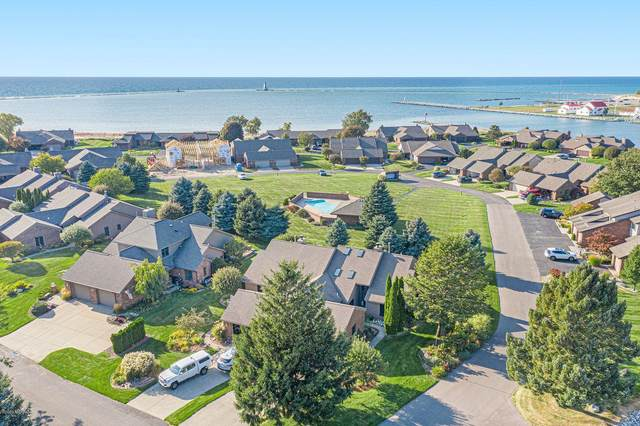 255 Harbor Drive, Ludington, MI 49431 (MLS #20040434) :: Deb Stevenson Group - Greenridge Realty