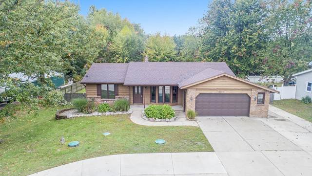8021 48th Avenue, Hudsonville, MI 49426 (MLS #20041477) :: Jennifer Lane-Alwan