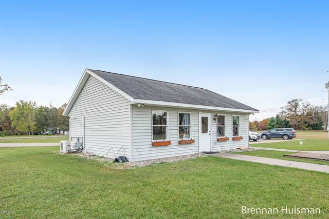 8200 Shaw Lake Road, Middleville, MI 49333 (MLS #20044849) :: Jennifer Lane-Alwan