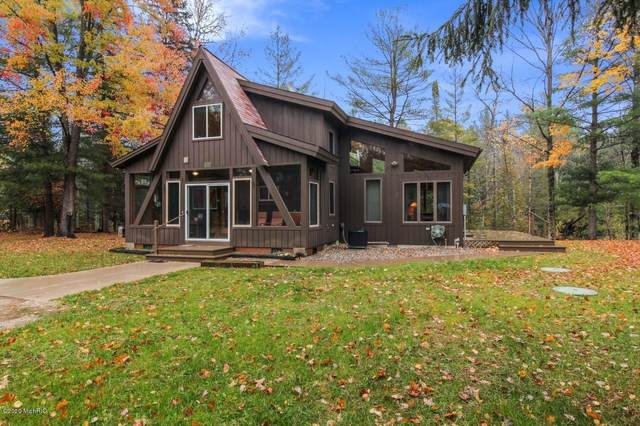 15225 Holly Drive, Thompsonville, MI 49683 (MLS #20044880) :: Jennifer Lane-Alwan
