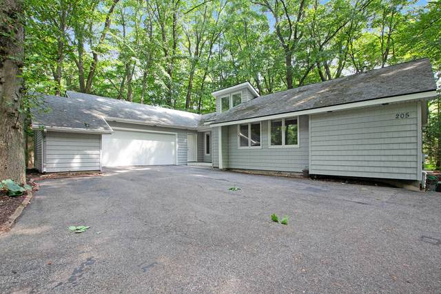 205 Portchester Road, Holland, MI 49424 (MLS #20045487) :: Keller Williams RiverTown