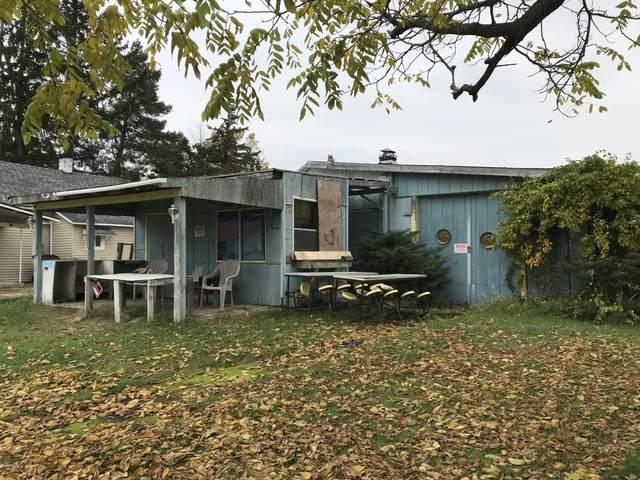 234 N C Street, Trufant, MI 49347 (MLS #20047518) :: Deb Stevenson Group - Greenridge Realty