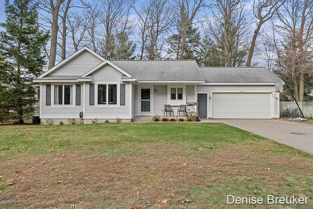 15303 Arborwood Drive, Grand Haven, MI 49417 (MLS #20048039) :: Keller Williams RiverTown