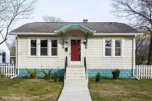 997 Monroe Street, Benton Harbor, MI 49022 (MLS #20048260) :: Deb Stevenson Group - Greenridge Realty
