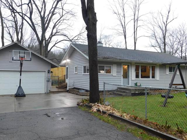 2424 S 8th Street, Kalamazoo, MI 49009 (MLS #20048862) :: Ron Ekema Team