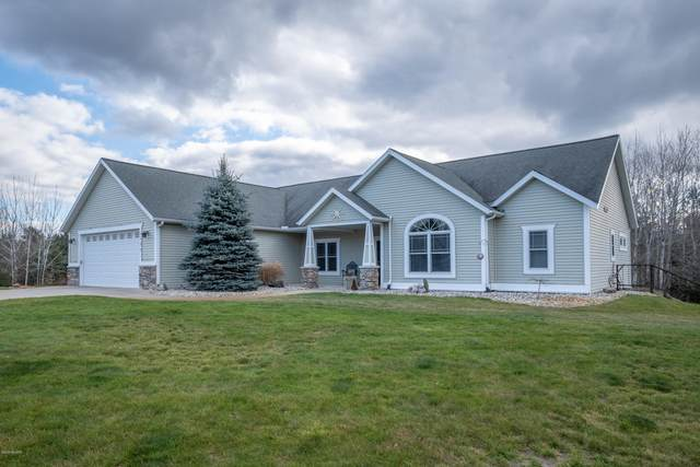 3525 E Ellis Road, Muskegon, MI 49444 (MLS #20048891) :: Jennifer Lane-Alwan