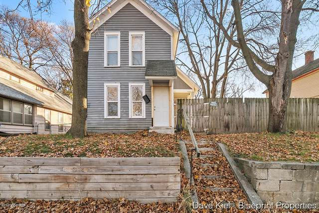 652 Sinclair Avenue NE, Grand Rapids, MI 49503 (MLS #20049586) :: JH Realty Partners