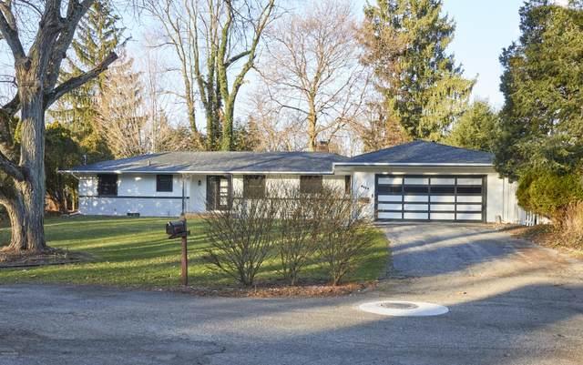 2726 Bronson Circle, Kalamazoo, MI 49008 (MLS #20049774) :: Jennifer Lane-Alwan