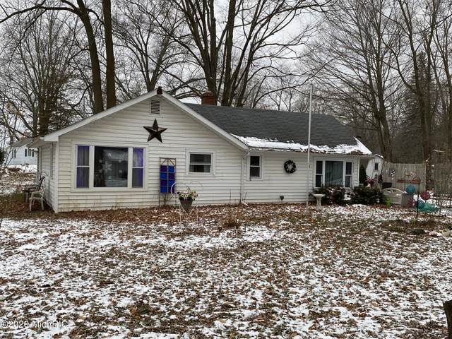 4022 N Pleasant Drive, Hillsdale, MI 49242 (MLS #20051266) :: Your Kzoo Agents
