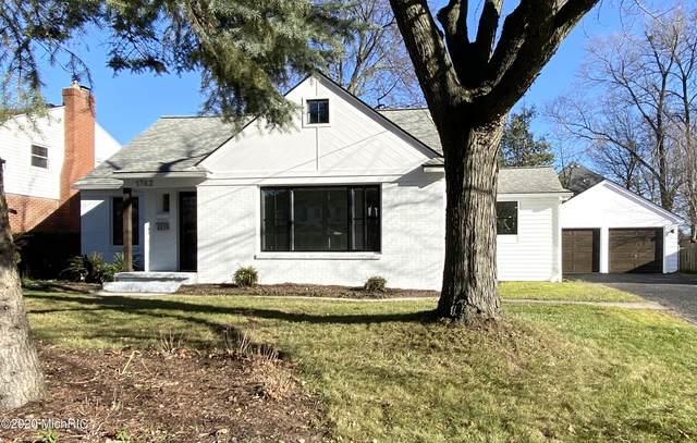 1742 Breton Road SE, Grand Rapids, MI 49506 (MLS #20051896) :: JH Realty Partners