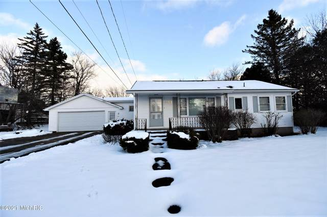 103 S Reinberg Avenue, Scottville, MI 49454 (MLS #21000437) :: Deb Stevenson Group - Greenridge Realty