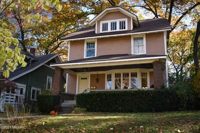 862 Calvin Avenue SE, Grand Rapids, MI 49506 (MLS #21001554) :: Deb Stevenson Group - Greenridge Realty