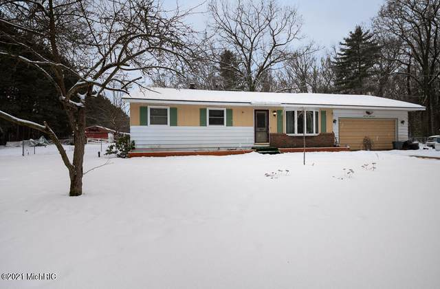 4467 Oak Road, Twin Lake, MI 49457 (MLS #21001685) :: Deb Stevenson Group - Greenridge Realty