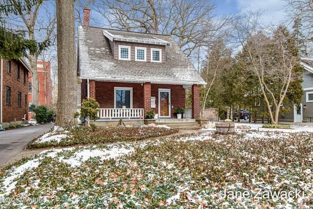 527 Greenwood Avenue SE, East Grand Rapids, MI 49506 (MLS #21001930) :: CENTURY 21 C. Howard