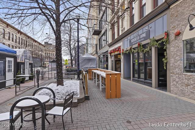 49 Monroe Center Street NW #8, Grand Rapids, MI 49503 (MLS #21002035) :: JH Realty Partners