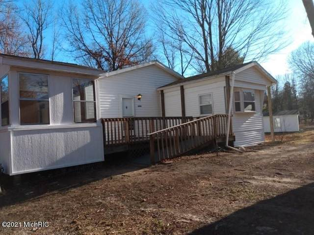 2996 N 1st Street, White Cloud, MI 49349 (MLS #21002525) :: BlueWest Properties