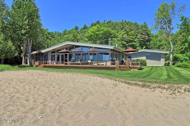 6863 Crystal Drive, Beulah, MI 49617 (MLS #21003211) :: CENTURY 21 C. Howard