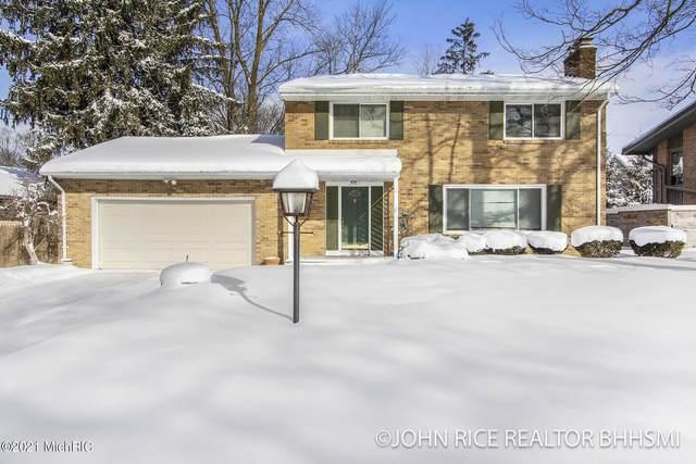 2747 Maplewood Drive SE, East Grand Rapids, MI 49506 (MLS #21005031) :: Ginger Baxter Group