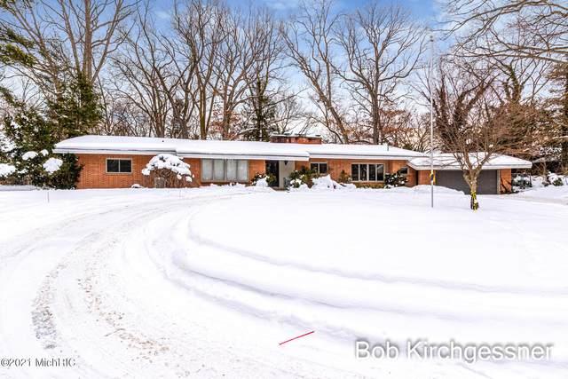 1920 El Dorado Drive SE, East Grand Rapids, MI 49506 (MLS #21005328) :: Ginger Baxter Group