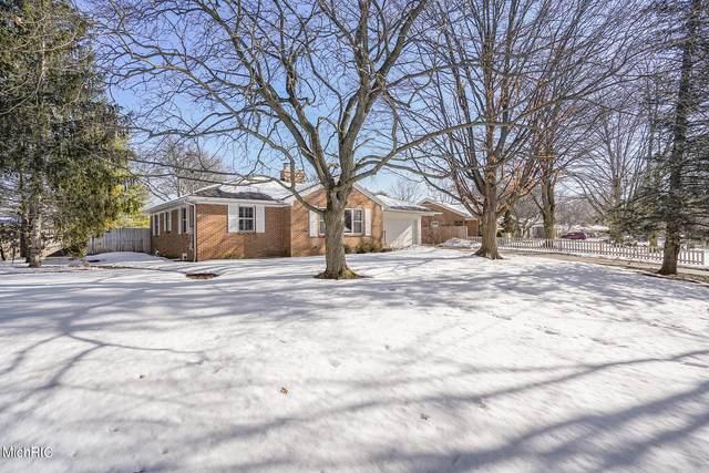 170 Hodenpyl Road SE, East Grand Rapids, MI 49506 (MLS #21005831) :: CENTURY 21 C. Howard