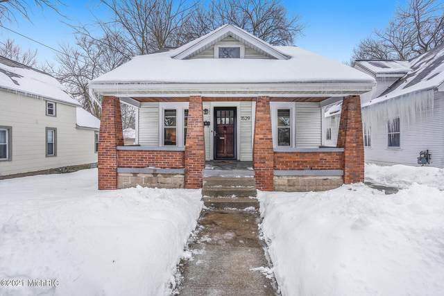 1529 North Avenue NE, Grand Rapids, MI 49505 (MLS #21005942) :: Deb Stevenson Group - Greenridge Realty