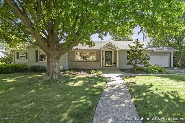 1340 Woodcliff Drive SE, East Grand Rapids, MI 49506 (MLS #21006178) :: Ginger Baxter Group
