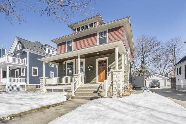 621 Lafayette Avenue, Grand Haven, MI 49417 (MLS #21006340) :: BlueWest Properties