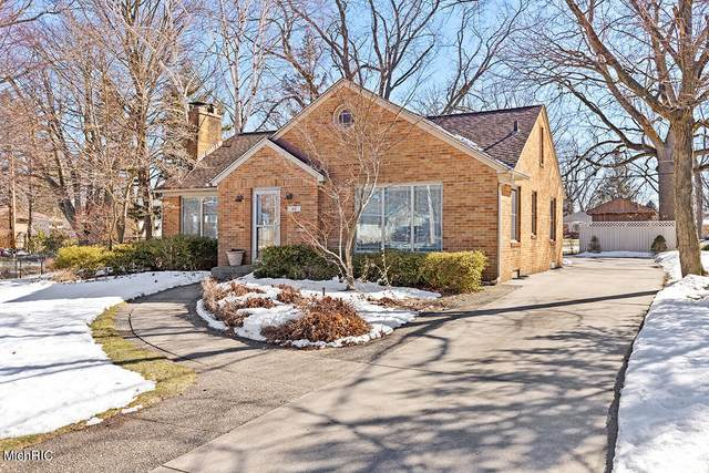 40 W 32nd Street, Holland, MI 49423 (MLS #21006343) :: Your Kzoo Agents
